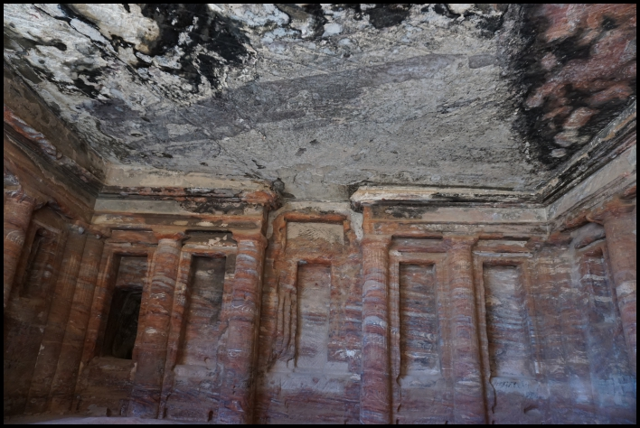 Visiter Pétra Jordanie tombes intérieur